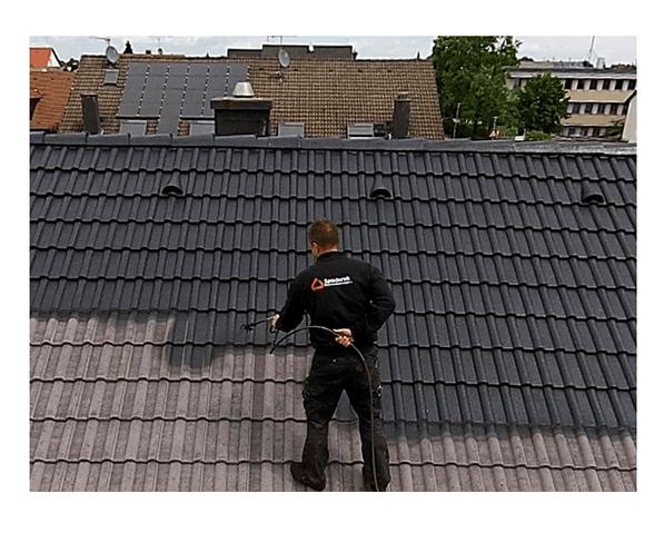Dachbeschichter vorort aus  Wissen